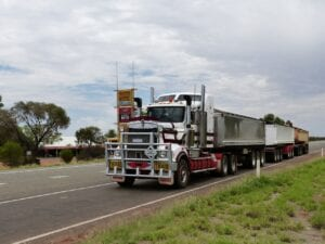 semi-trailer-truck-transport