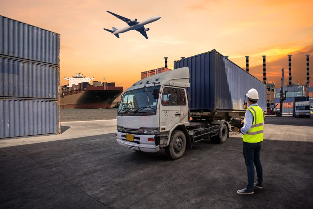 foreman-control-loading-containers-box-to-truck